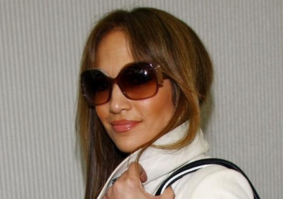 Смотреть Солнцезащитные очки: выбираем качественные и модные в этом году аксессуары видео